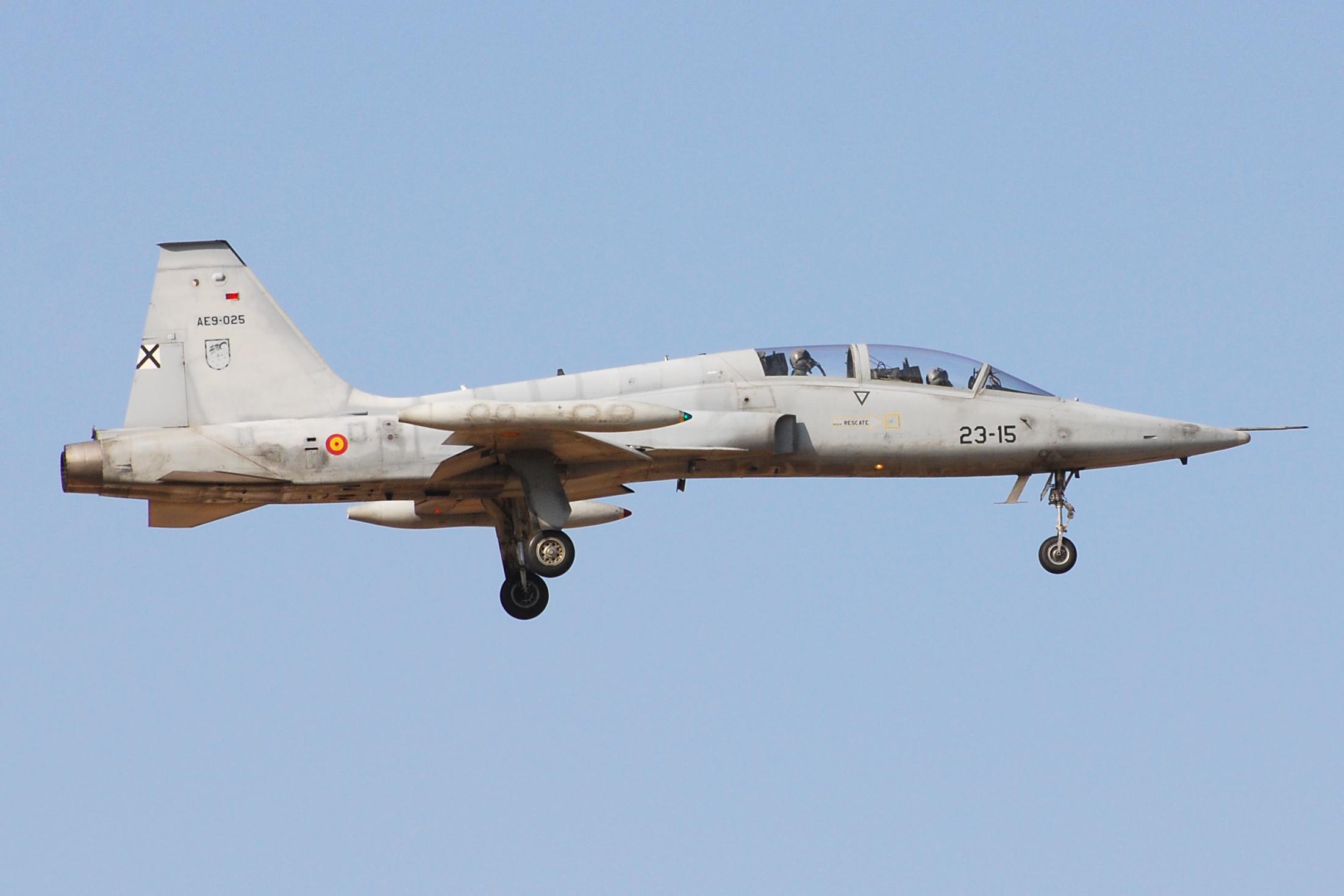 Northrop_SF-5B_AE9-025_23-15
