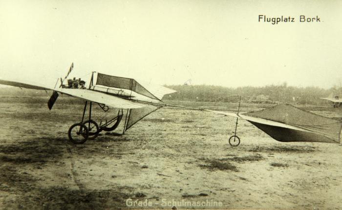 """Primer vuelo del """"Libelle"""" de Hans Grade,1909."""