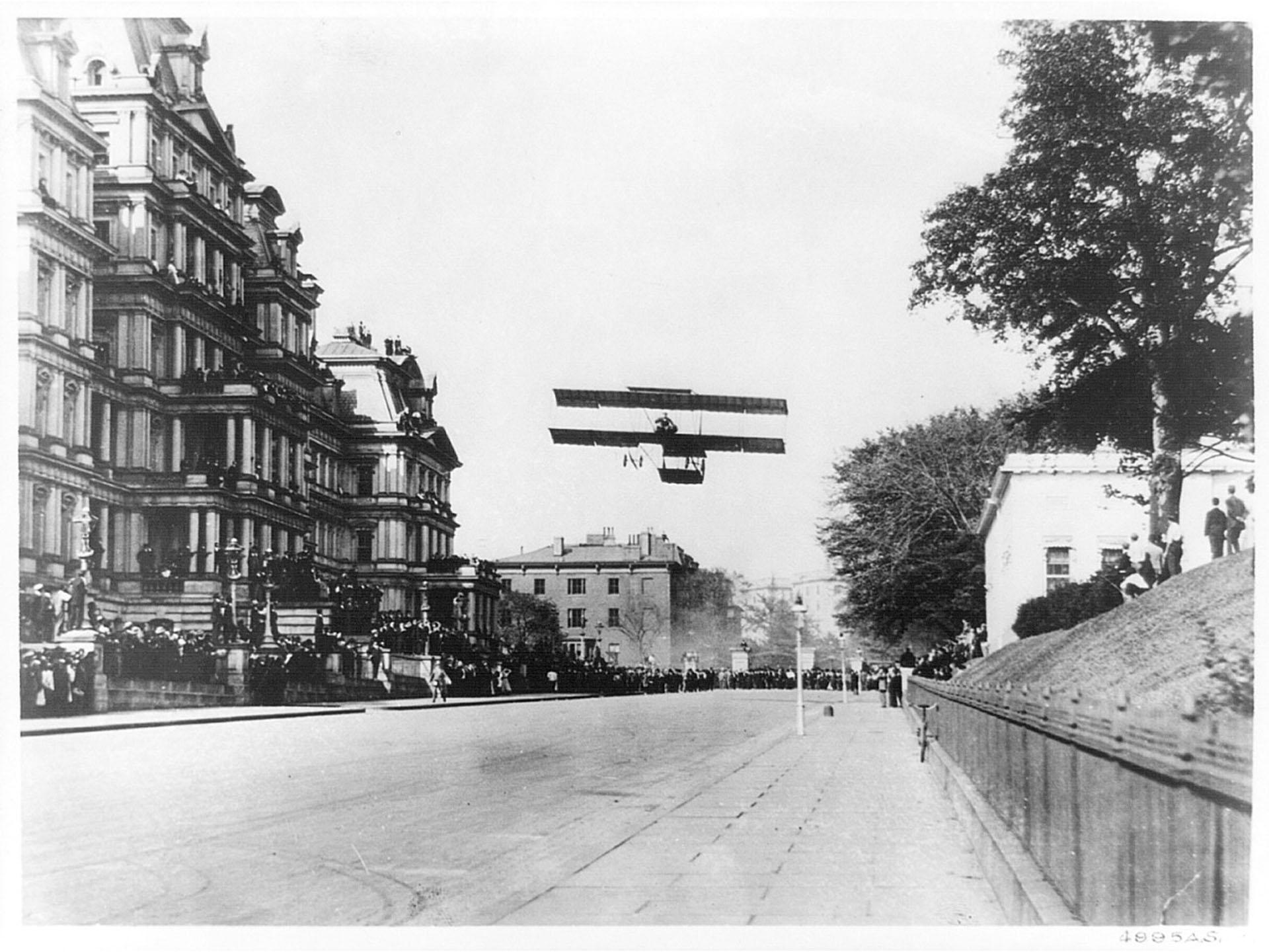 Grahame White aterrizando en Wshington