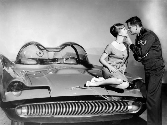 1118full-it-started-with-a-kiss----------------------------------(1959)-photo