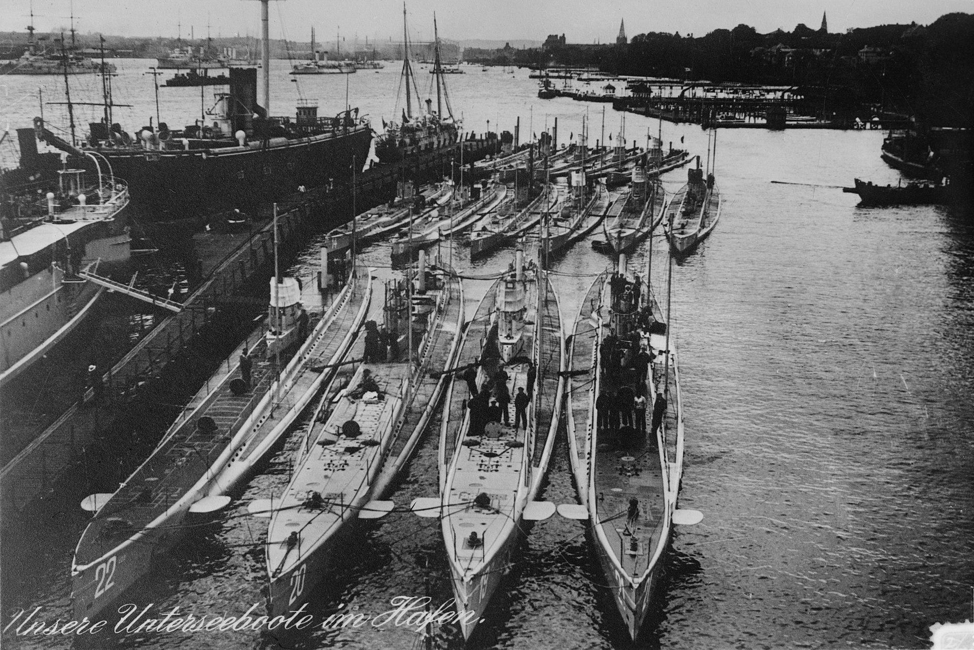 1920px-U-Boote_Kiel_1914