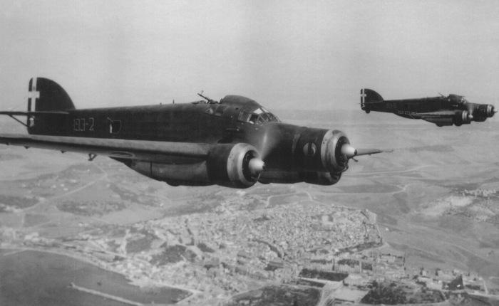 Primer vuelo del SM-79Sparviero