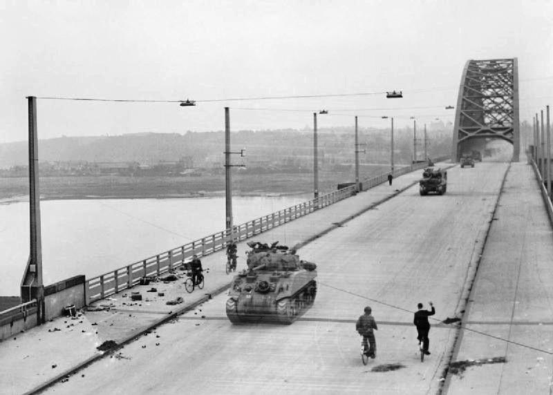 British_XXX_Corps_cross_the_road_bridge_at_Nijmegen