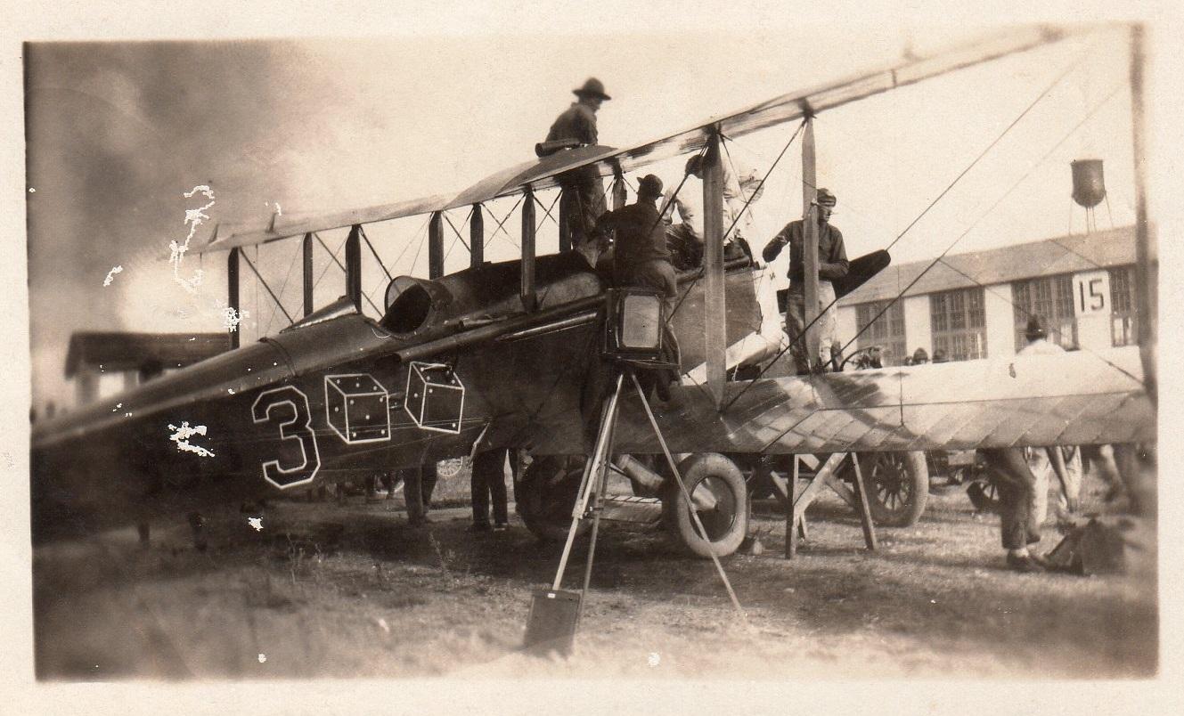 de-Havilland-DH.4B-1-S-being-service-at-Kelly-Field-4-September-1922
