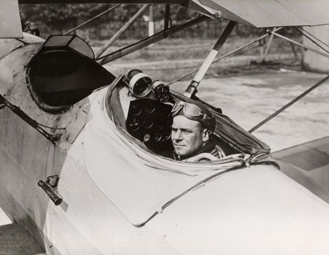 DOOLITTLE-James-H.-Lieutenant-USAAC-in-his-instrument-flight-aircraft1