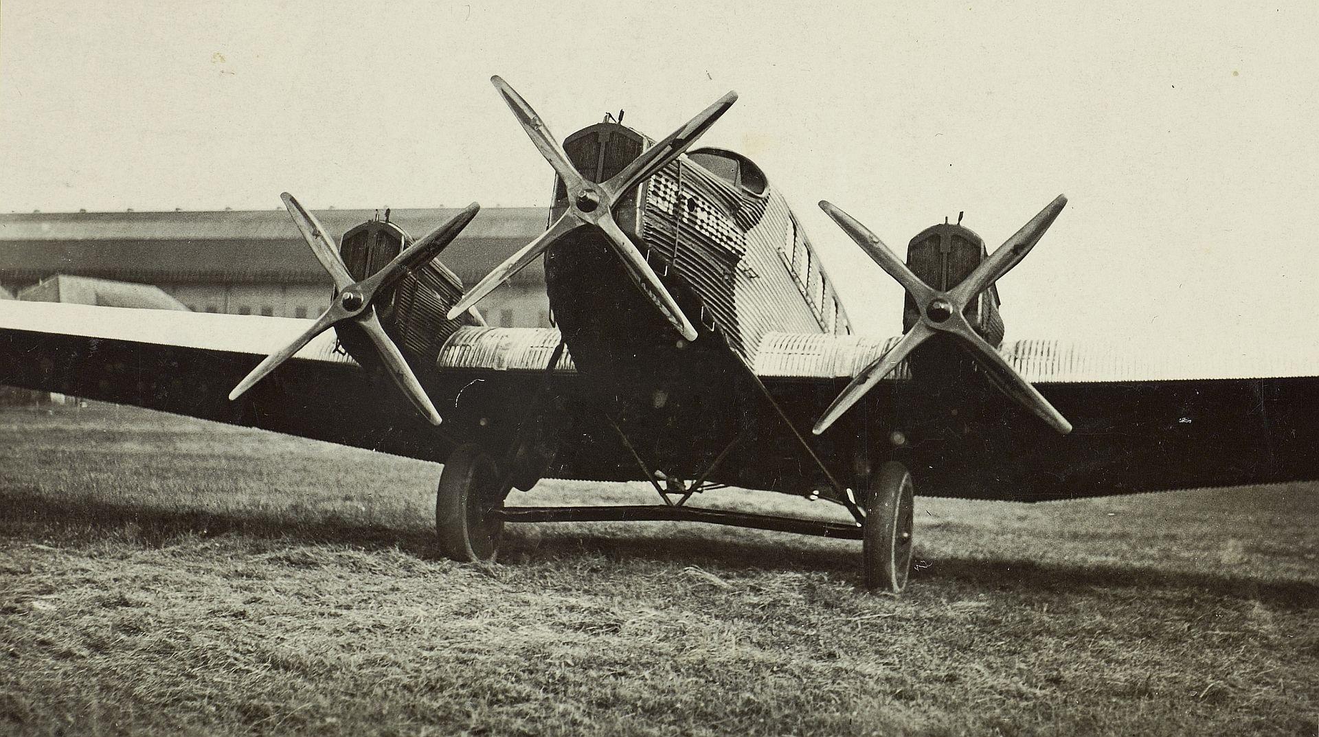 Junkers G 24 mit Schwarz-Kreuzflgel-Luftschrauben