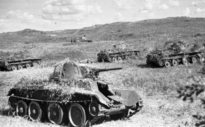 Khalkhin_Gol_Soviet_tanks BT-7_1939