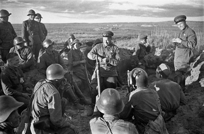 Zukhov con sus tropas en agosto de 1939