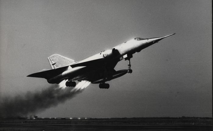 1964, entra en servicio el MirageIV