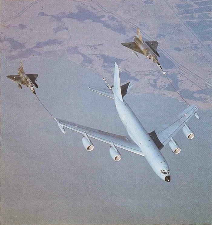 Dassault Mirage IV refuel