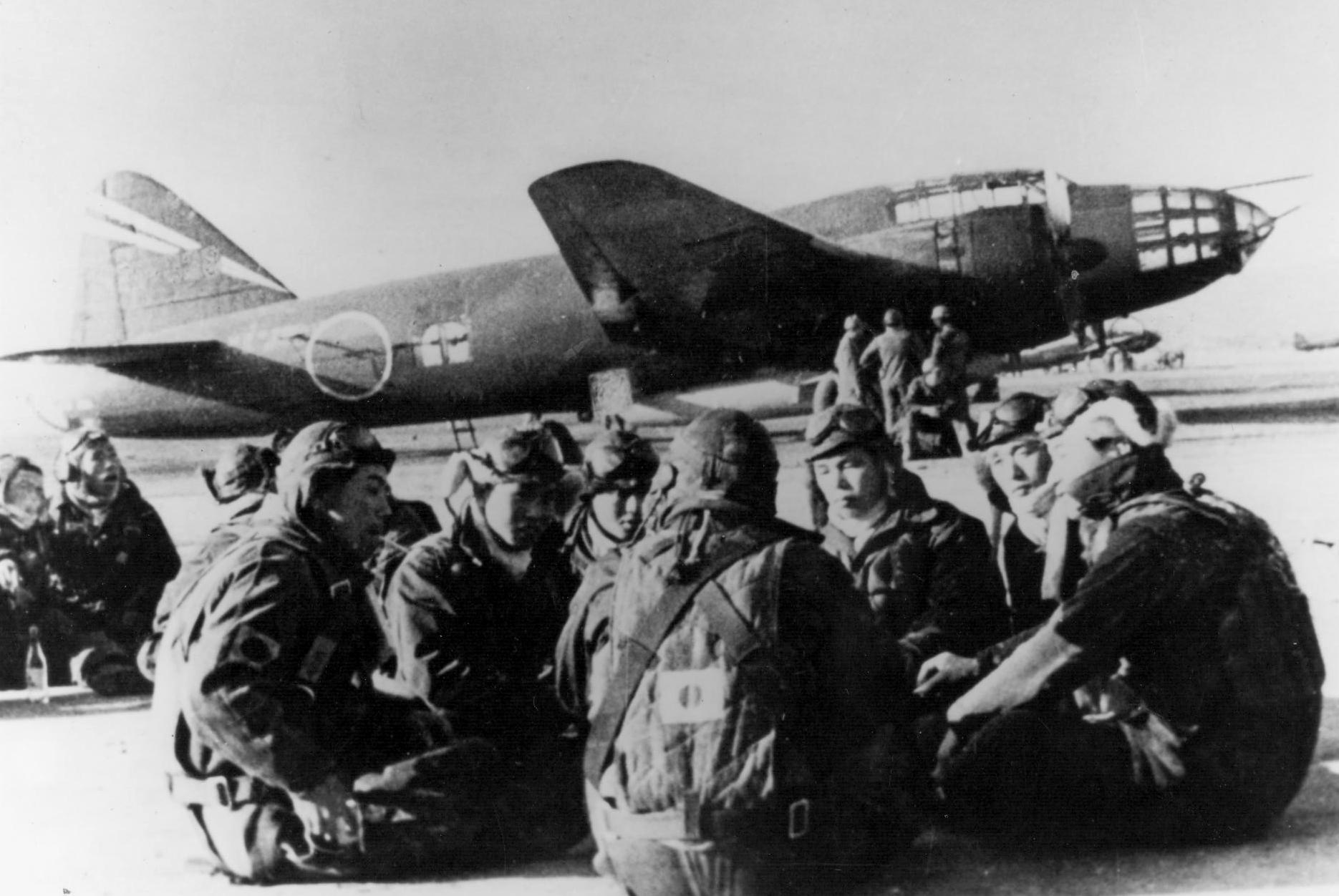 G4M2e_with_Okha_and_crew_1945