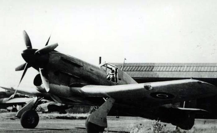 Hawker-Tornado-2