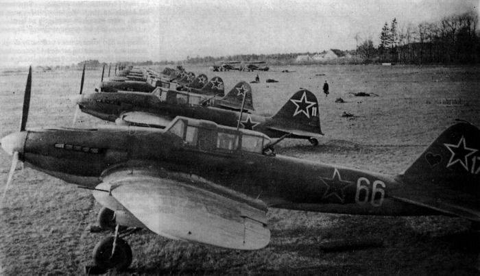 Il2-Sturmovik-Avengers-lined-at-a-Soviet-Airfield-01