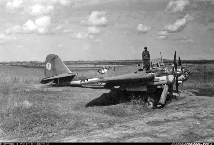 Tupolev-SB-2M-Captured-Eastern-Front-01