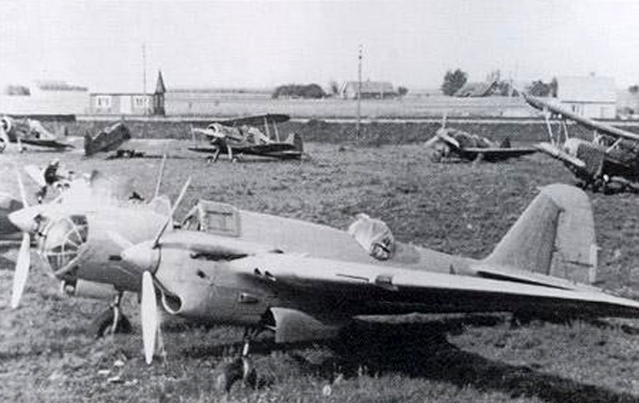 Tupolev-SB-2M103-VVS-captured-Latvia-1941-01