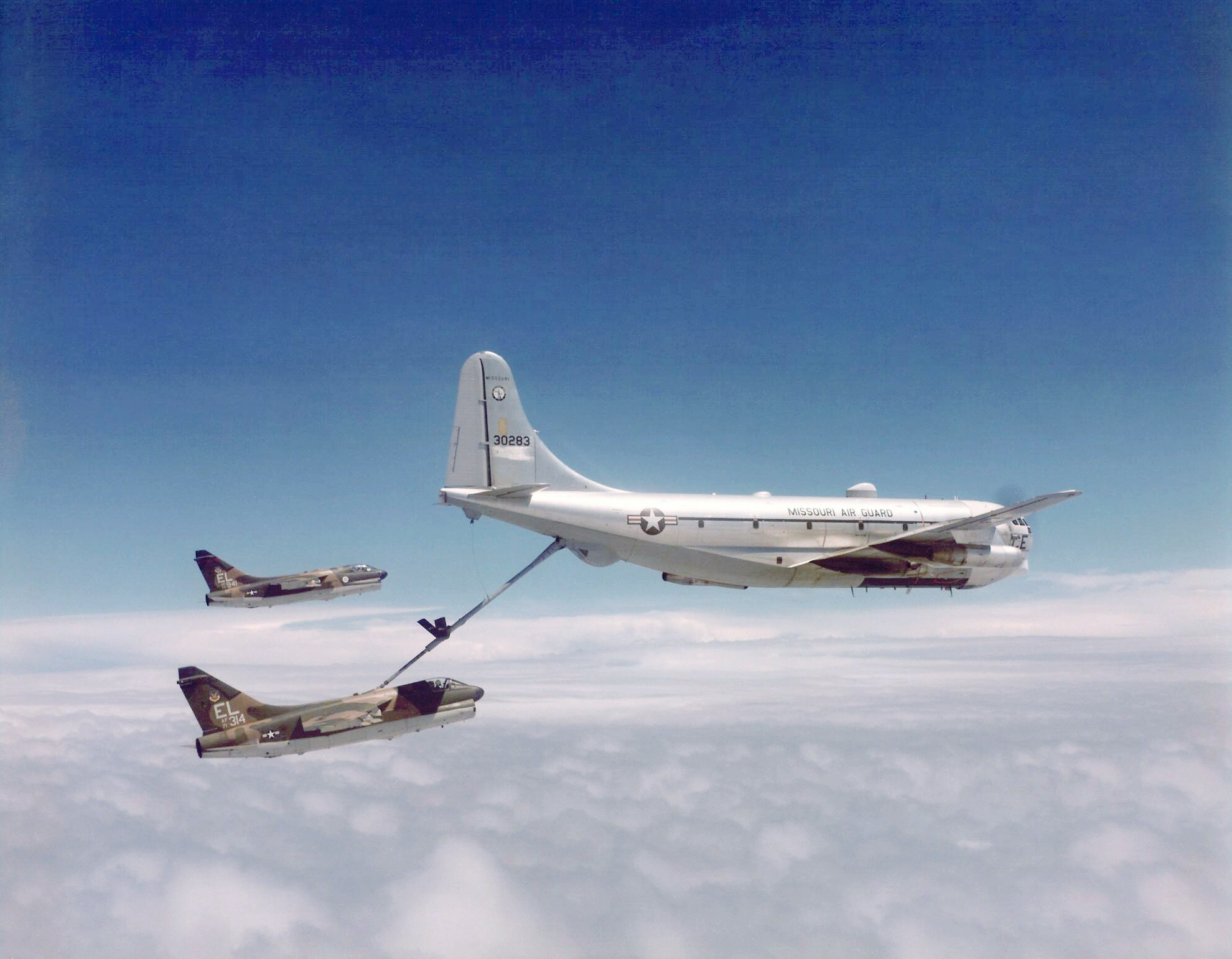 KC-97 Stratofreighter 76th_Tactical_Fighter_Squadron_A-7D_71-0314_Refueling