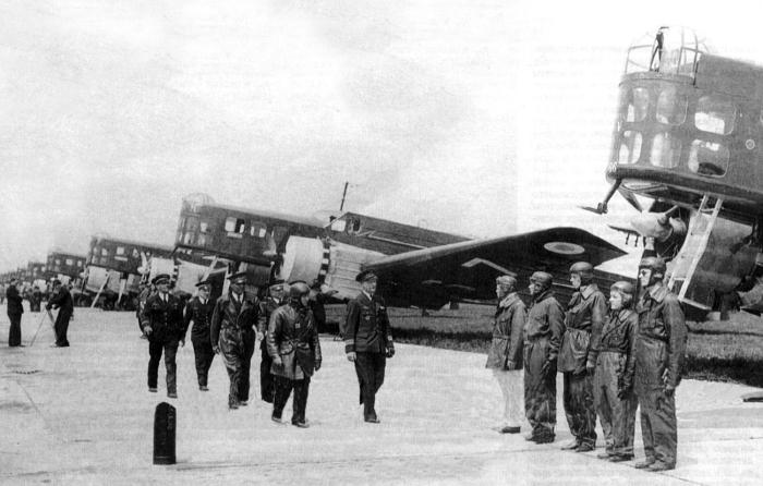 Piloti_francesi_in_rassegna_e_bombardieri_Bloch_210_1936