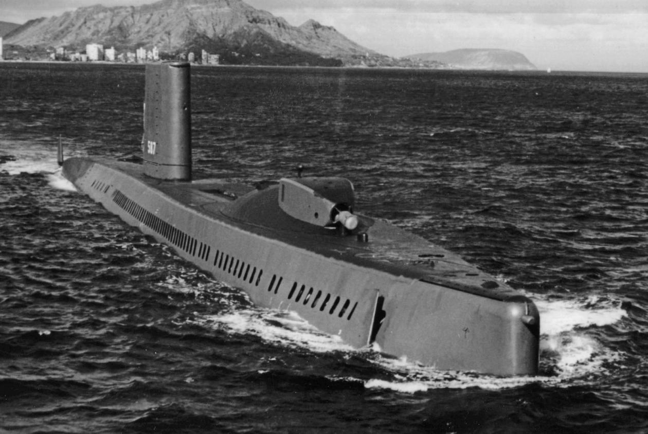 USS_Halibut_with_bow_thruster_0.jpg