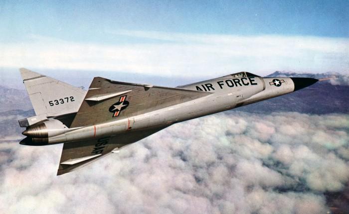 """F-102, el primero con """"fuselajeMarilyn"""""""