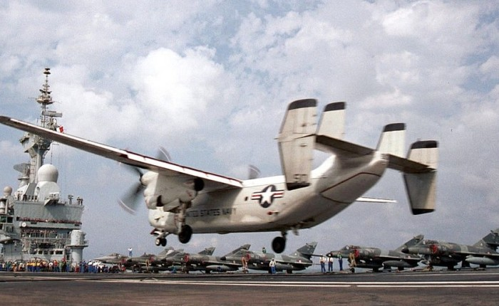 C-2A Greyhound operando en el Charles deGaulle