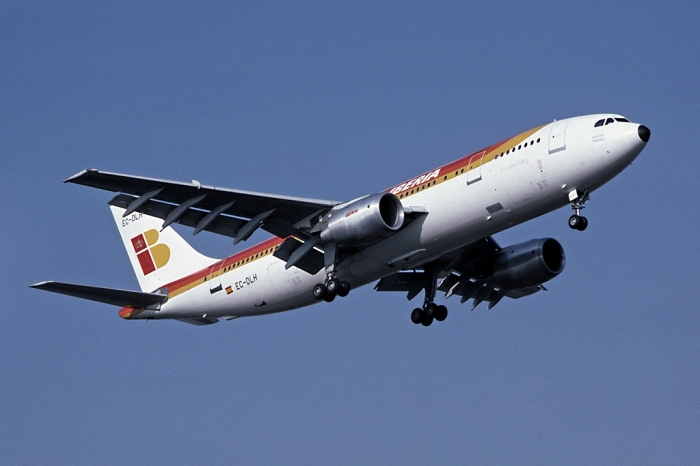 Airbus_A300B4-120,_Iberia_AN1852611