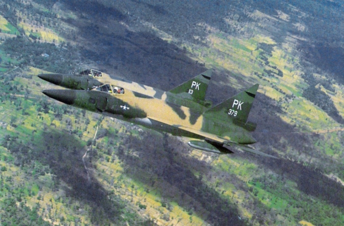 F-102As_509FIS_over_Vietnam_Nov1966