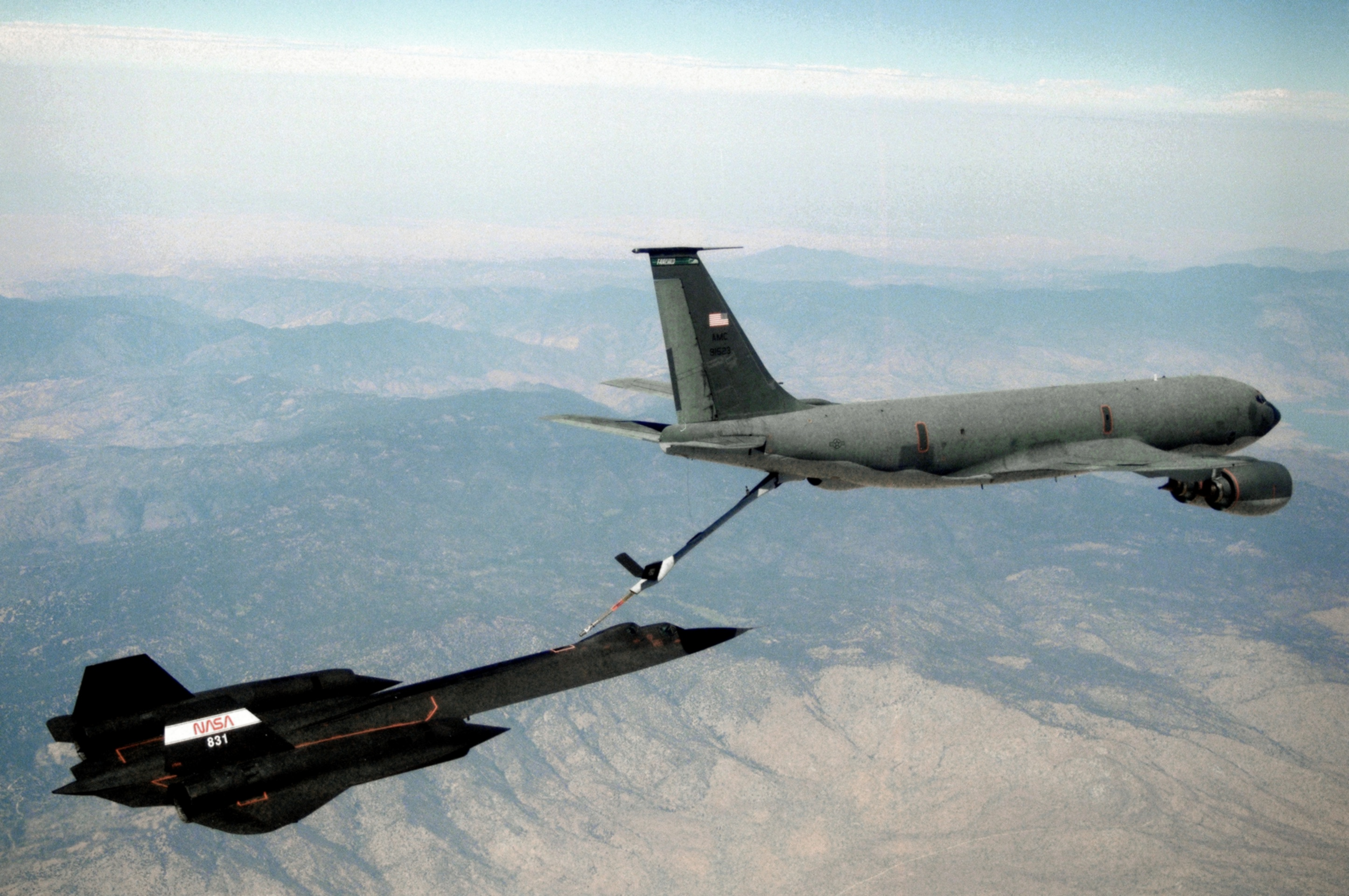 KC-135T_refuels_SR-71B_in_1995