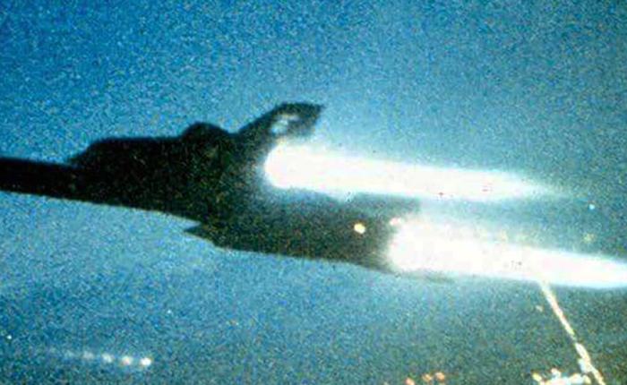 El SR-71, Mach 3 sinoposición