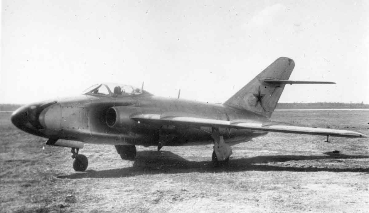 1.SHturmovik-MiG-17-SN