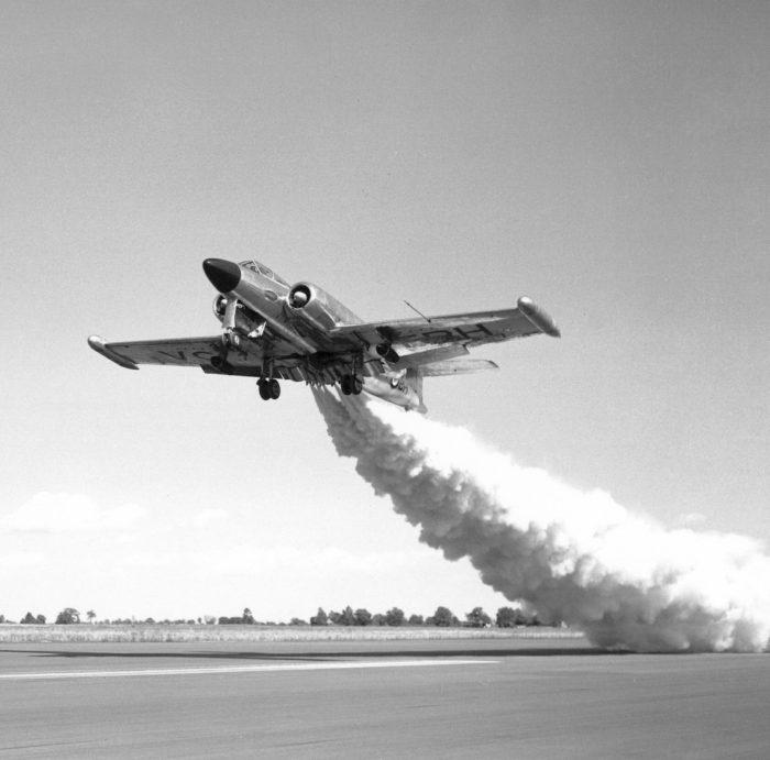 CF-100 Canuck-Launch assist