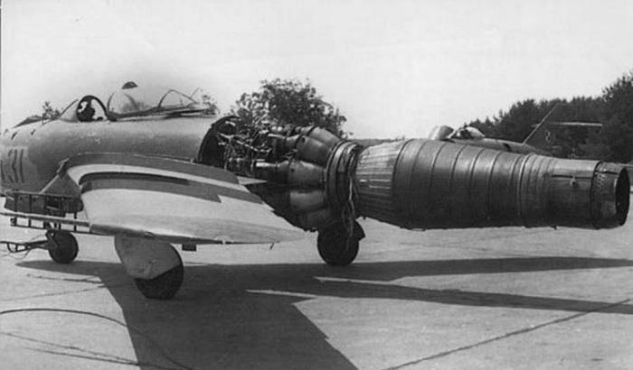 MiG-17F Instalação do motor VK-1F