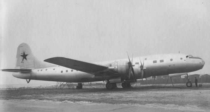 Voenno-transportnyj-samolet-Tu-75.