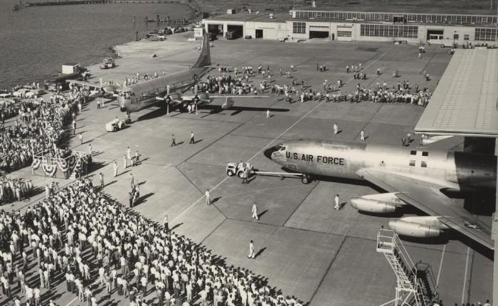"""KC-135, un cisterna """"interino"""", en servicio desde hace más de 60años"""