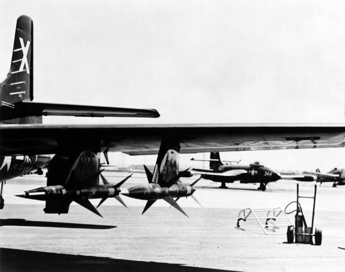 AAM-N-2_Sparrow_missiles_on_a_Douglas_F3D-1_Skyknight,_circa_in_1953