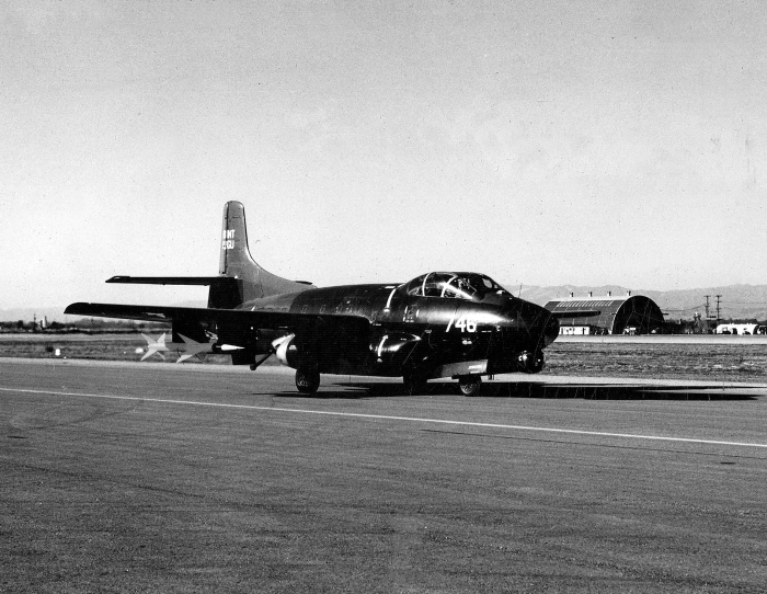 Douglas_F3D-1M_with_AAM-N-2_Sparrow_missile_at_Point_Mugu_in_1952
