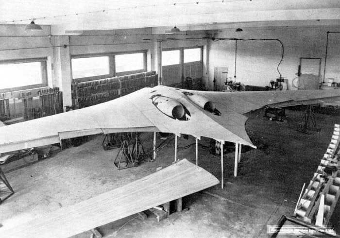 horten-ho-229-ix-under-construction_2166026994_o