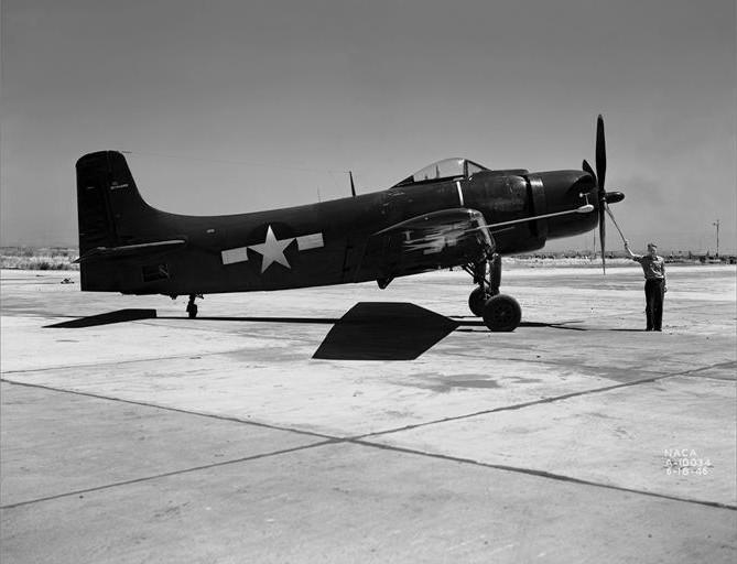 Douglas_XBT2D-1_Skyraider_prototype_NACA