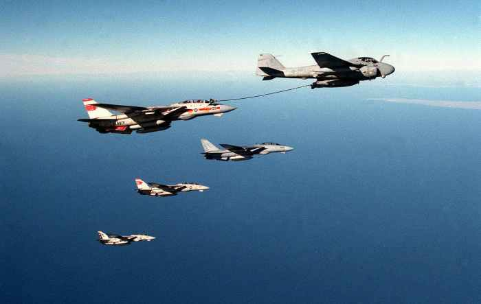 A-6 F1556021003487-1280px-a-6e_from_va-145_refuels_tomcats_from_vf-1_and_vf-2_in_1989