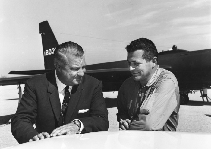 070711-F-1234P-002 Gary Powers y Kelly Kohnson
