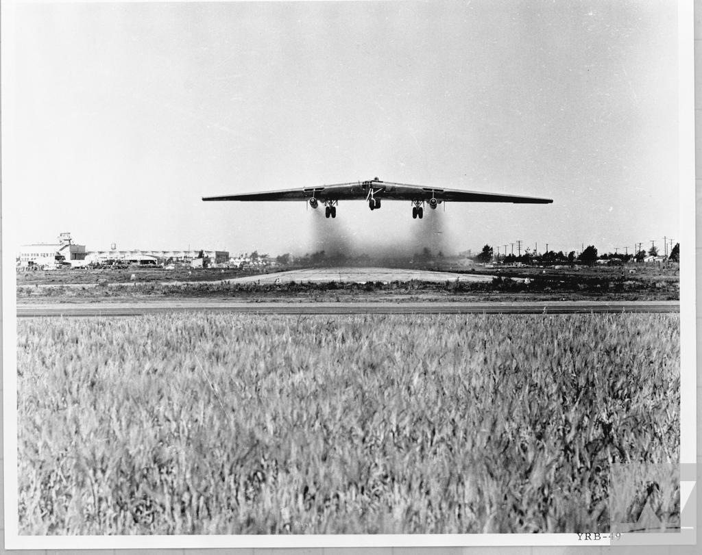 Northrop_YRB-49A_first_flight_-c7801c0a-7859-493b-9b73-00e9aabdf3f4-1252182123